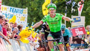 อดีตแชมป์นักปั่นจักรยานชาวดัตช์ ยุติบทบาทนักปั่นอาชีพ แล้วหันไปเป็นเซลล์แมน