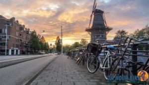 อัมสเตอร์ดัม สวรรค์ของนักปั่น เมืองมีการทำเลนจักรยานเพิ่มขึ้นมา เพื่อให้ประชาชนและนักปั่นได้ใช้สัญจรไปมา ถือว่าเป็นเรื่องที่ดีและลดมลพิษ